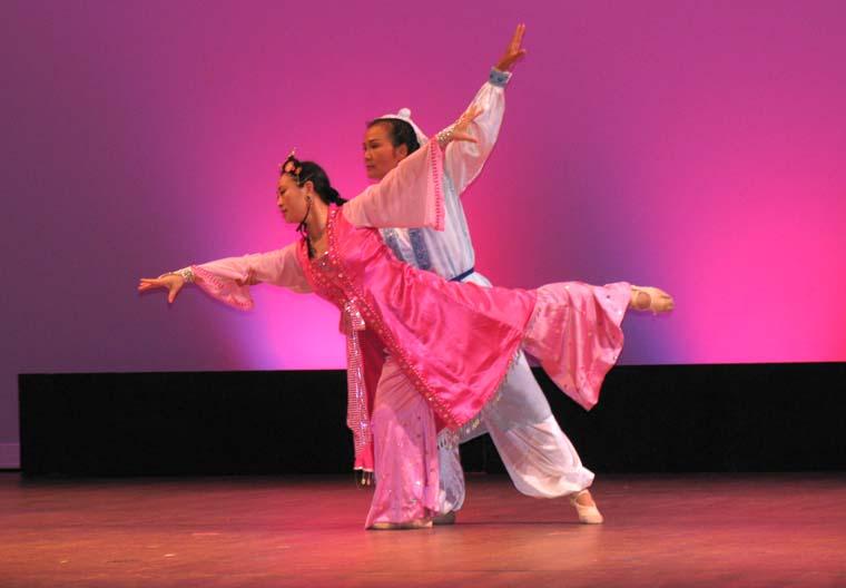 """2cfd64d4f Couple Dance """"Liang Shan Bo and Zhu Ying Tai"""" (by Xiaomei Seal, Chuncun  Yang). Photo: Jun Zou."""