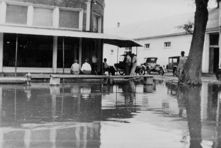 The Flood of 1927 and the Great Depression: Two Delta Disasters