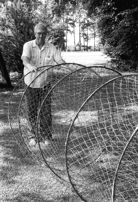 Whitey shockley mississippi river fisherman for Hoop net fishing